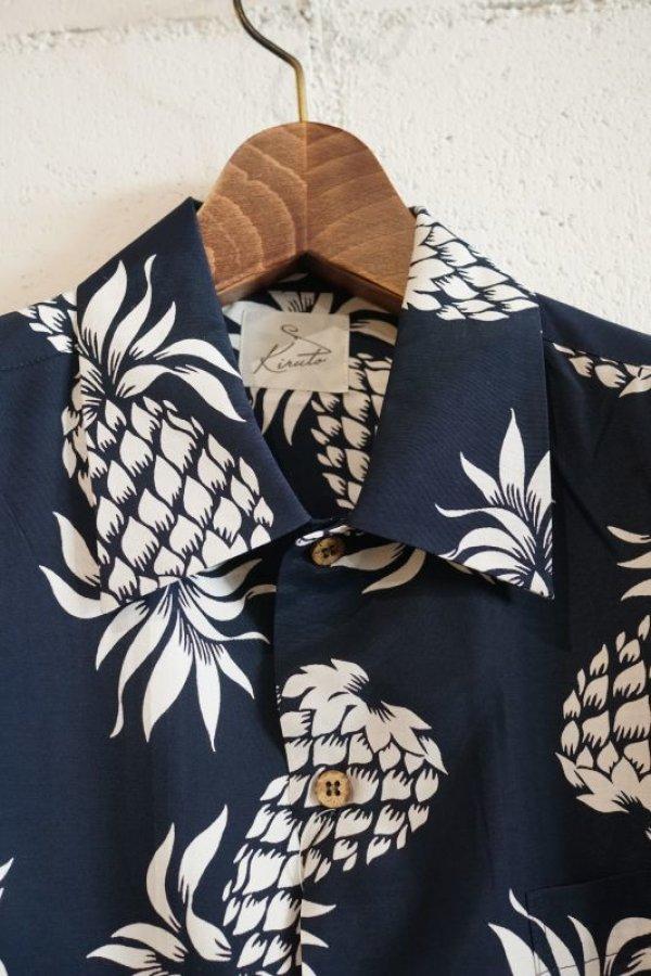 画像2: Kiruto pineapple Hawaiian shirt (KARIYUSHI WEAR PINEAPPLE PATTERN) navy